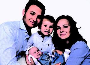Babybauchshooting, Bewerbungsfoto, Biometrische Passbilder, Businessfotos, Familienshooting, Fotograf, Fotostudio, Passbilder, Produktfotografie, Restauration von Alte Bilder, Frankfurt, Sachsenhausen